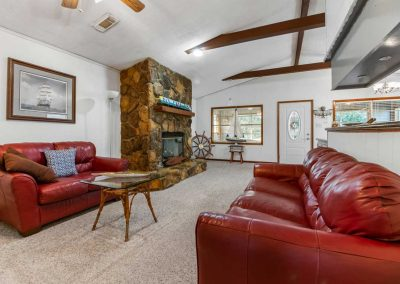 757_Red-Bend_Living-Room02