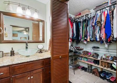 3449 Glen Haven Bath & Walk-in Closet