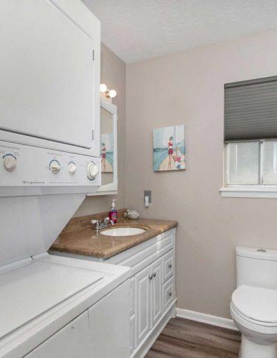 Flat Fish Lodge Bath plus Laundry