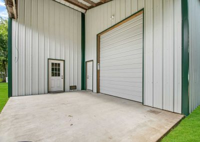 383 County Road 296 - 1800 sf shop w pull through bay doors