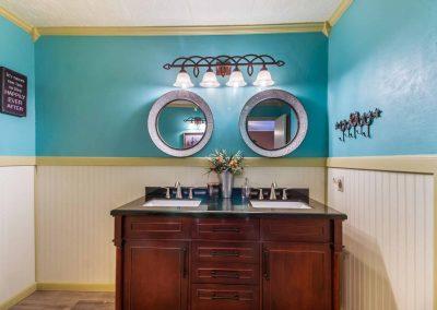 1400 Bayou Drive - Double vanity
