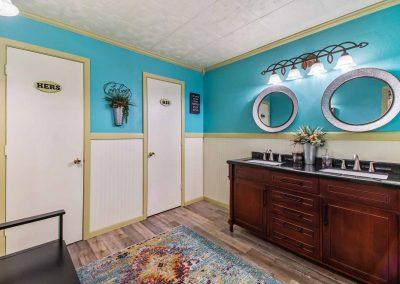 1400 Bayou Drive - Hers & His bath
