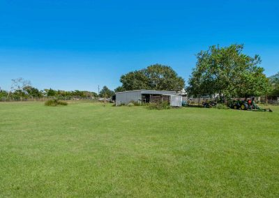 1400 Bayou Drive - Outbuildings and yard