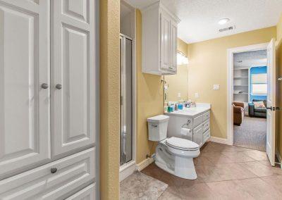 Los Ninos Casa De Playa - Bunkroom / Main bath 2
