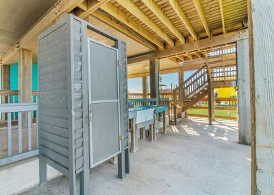 Los Ninos Casa De Playa - Outdoor shower and Cleaning Station