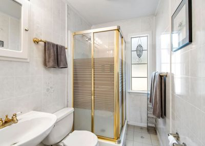 128 PR 652 - Bathroom