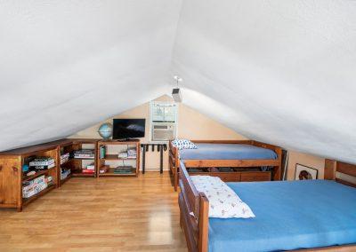 128 PR 652 - Loft bedroom