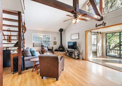 128 PR 652 - Open living area
