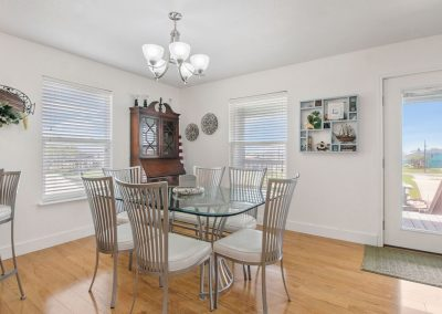 East Bay Breeze - Dining Room
