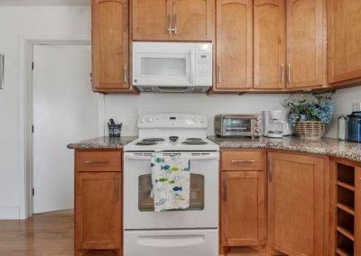 East Bay Breeze - Kitchen conveniences