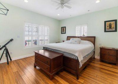 Mermaid Sunrise - Bedroom w ceiling fan