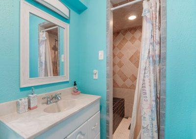 Christal's Castaway - Bathroom 1