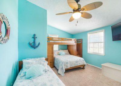 Christal's Castaway - Bunk Room w Ceiling Fan