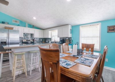 Christal's Castaway - Kitchen and Dining Area