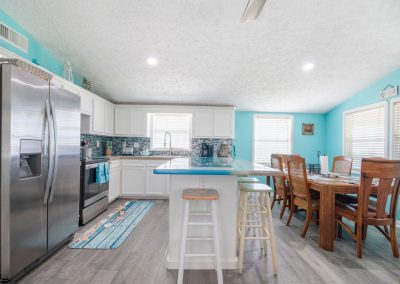 Christal's Castaway - View to Kitchen