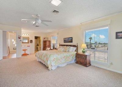 100 Bayshore Drive - Primary Bedroom w en suite