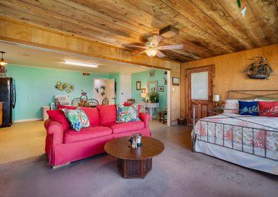 100 Bayshore Drive - Sunroom Lounge