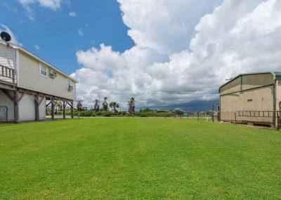 House of Views - Side yard