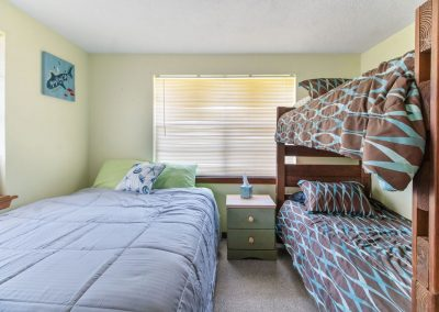 Peace at Bay - Bedroom 2 w Bunks