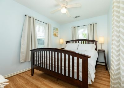 Little Peach House - Comfortable Bedroom w Ceiling Fan