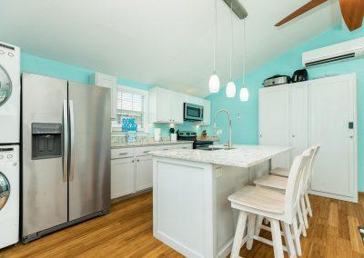 Flippin' Flounder - Updated Kitchen w Island